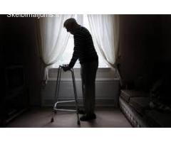 Lankomoji priežiūra į namus vienišiems seneliams